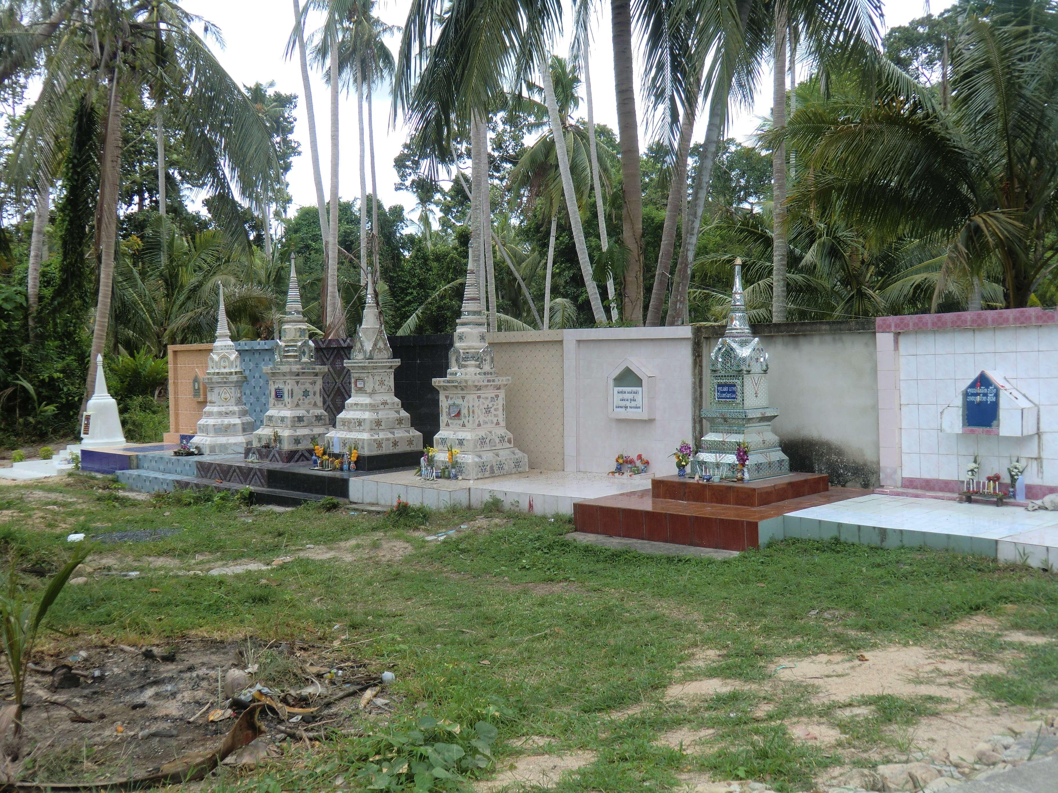 Friedhof am Wat Phu Khao Thong