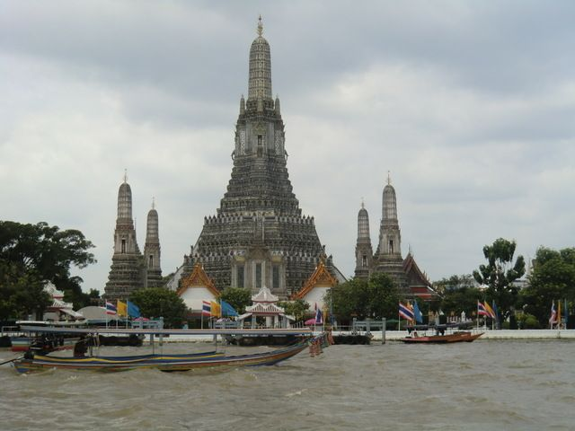 Wat Arun ( Temple of the Dawn )